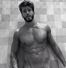 uomini nudi in doccia marco ferri mezzo nudo fascia protetta