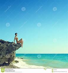 donne sulla spiaggia donna sulla spiaggia immagine stock immagine di