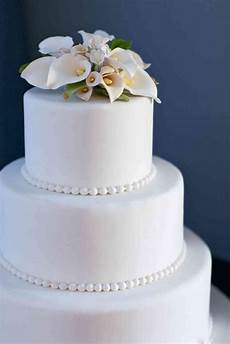 simple wedding cake with pearls and lilies the french