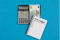 Budet Calculator Calculator With 2019 Budget List Bilder Und Fotos