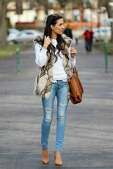Light Ripped Jean Outfits Ripped Jeans Outfit Ideas 2019 Fashiontasty Com