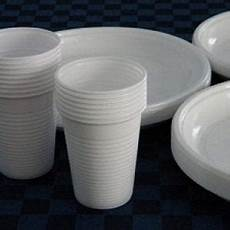 piatti e bicchieri di plastica per feste palermo quot plastic free quot stoviglie monouso vietate alle