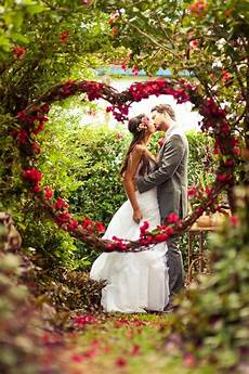 bride and groom kiss rose heart 2014 valentines day