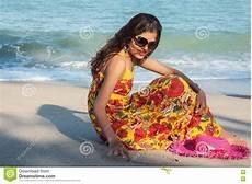 donne sulla spiaggia donne sulla spiaggia fotografia stock immagine di