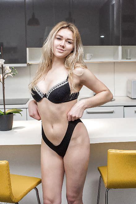 Madchen Vor Spiegrl Nackt