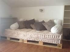 divanetti fai da te divano con bancali materassi di e cuscini ikea