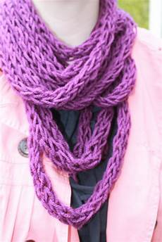 knit finger how to finger knit a scarf tutorial and patterns