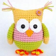 weirdly colored amigurumi owl wixxl