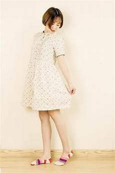 gadis dengan kaus kaki panjang gambar wanita fotografi pola musim semi cina mode