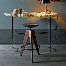 sgabello di legno tom sgabello colico in legno girevole e regolabile