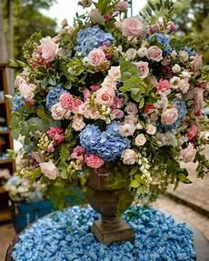 plantas penduradas ao ar livre a imagem pode conter flor planta atividades ao ar livre