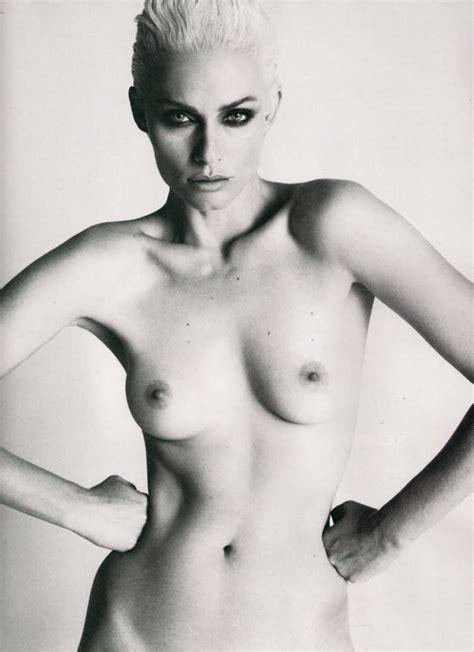 Milana Govich Nude