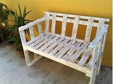 come costruire una panchina in legno il divanetto per esterni in stile shabby cose di casa