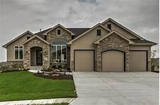 1 1 2 story traditional house plan heinman