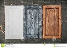 armadietti legno porte di legno dipinte dagli armadietti immagine stock