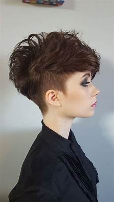 kurzhaarfrisuren damen mit cut undercut frisuren hinterkopf braune haare wie dreieck