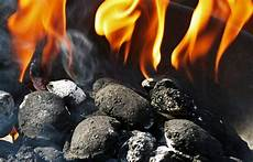 Light Coals Without Lighter Fluid How To Light Charcoal Without Lighter Fluid Or Accelerants
