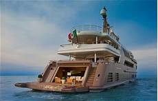 16 amazing photos of the yacht with a built in