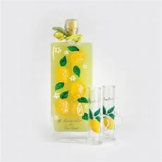 bicchieri per limoncello limoncello con bottiglia e bicchieri dipinti a mano