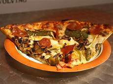Armands Pizza Olney Gallery Where To Eat In The Chicago Pedway Serious Eats