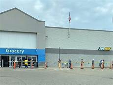 Walmart Niles Niles Walmart Limits Entry Purchasing Amounts News Break
