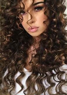 frisuren braune lockige haare 51 chic curly hairstyles how to style curly hair