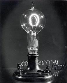 Thomas Edison Light Bulb Light Bulb Manufacturing Engineering And Technology