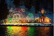 Holiday Lights Wisconsin The Lake Geneva Santa Cruise Is The Most Festive Christmas