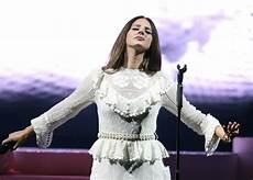 Del Rey Uk Charts Del Rey Captivates At Norman Rockwell Tour Opening