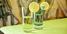 bicchieri verdi bicchieri la soluzione giusta per una tavola di stile