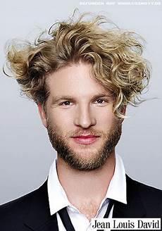 frisuren männer locken lang haare stylen jungs locken