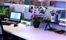 Cubicle Desk Decor How To Make Your Work Cubicle A Healthier Space Potentash