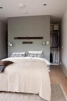 begehbarer kleiderschrank schlafzimmer begehbarer kleiderschrank hinter bett 7 schlafzimmer
