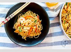 Asian Style Egg Noodles Stir Fry (with Prawns and Chicken)