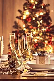 tavolo per natale regolazione della tavola di natale con le decorazioni