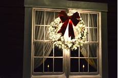 Red And White Large Christmas Lights Large Wreath With White Lights And Red Bow Decorating
