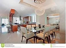 cucina e sala da pranzo cucina e sala da pranzo aperte moderne fotografia stock