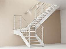 altezza corrimano scala preventivo scala in acciaio rettilinea con gradini in