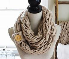 diy arm knitting 30 minute scarf with simply