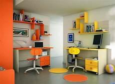 scrivanie colorate composizione libreria design colorata per cameretta con