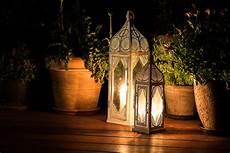 lanterne per candele da esterno candele da esterno per decorare giardini e terrazzi