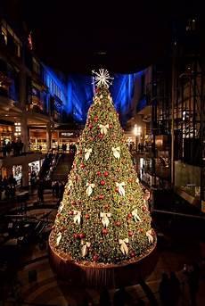 Eaton Ohio Christmas Lights Swarovski Unveils Tree At Eaton Centre