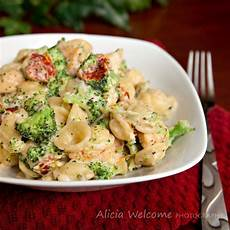 Cooking Light Broccoli Mac And Cheese Broccoli Chicken Mac Amp Cheese Food Food Recipes Pasta