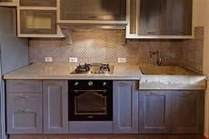 lavello in pietra per cucina cucina rustica con lavello e piano cucina in pietra by