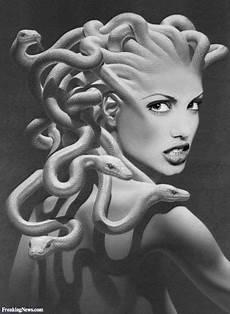 Nadines Malvorlagen Instagram Via Freaking News Medusa Kunst Medusa Zeichnung Medusa