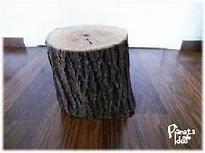 piedistallo per albero di natale riciclare un tronco di albero per il natale pianeta