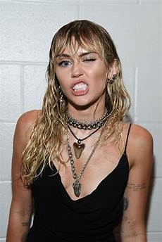 miley cyrus debuts poignant new tattoo during vma