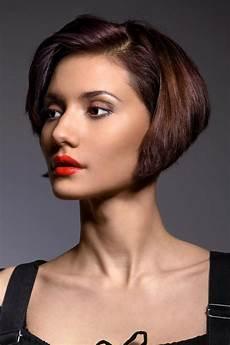 bilder frisuren damen bob bob mit seitenscheitel bob frisuren kurz und