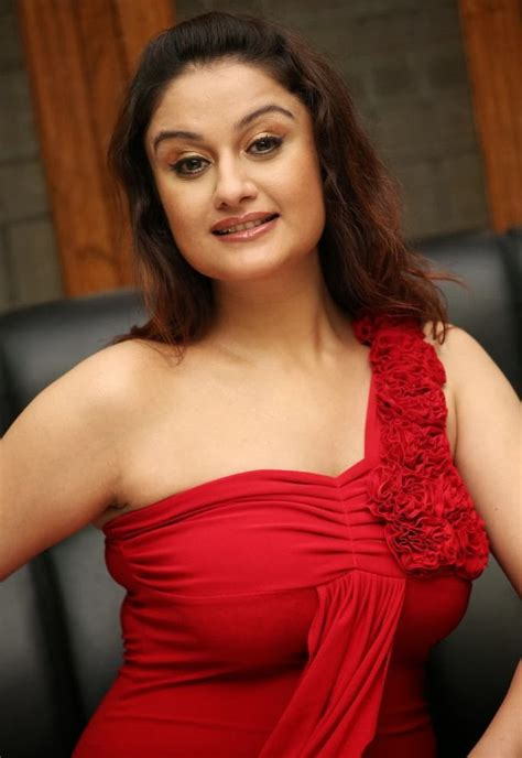 Hot Sexy Deepika Padukone Pics
