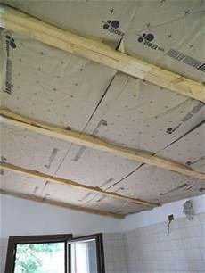 controsoffitto isolante come isolare il controsoffitto in legno con la di vetro
